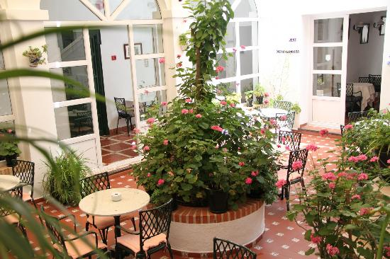 Hotel Los Olivos: ホテルの中庭