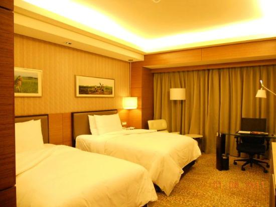 InterContinental Asiana Saigon : Junior Suite Room but size not much diff w the Deluxe Room