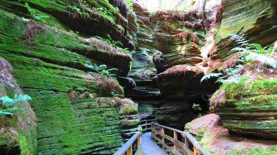 Dells Boat Tours: Witches Gulch