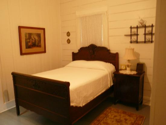 The Cajun Village Cottages: Lovely Bedroom