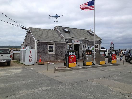 Menemsha Inn and Cottages: at village of Menemsha