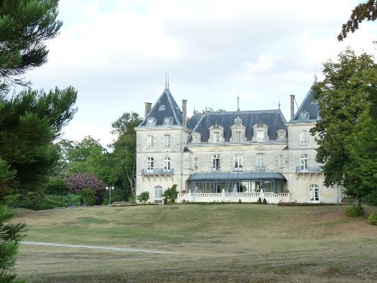 Chateau de Mirambeau: vue du parc