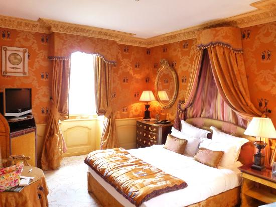 Chateau de Mirambeau: la chambre