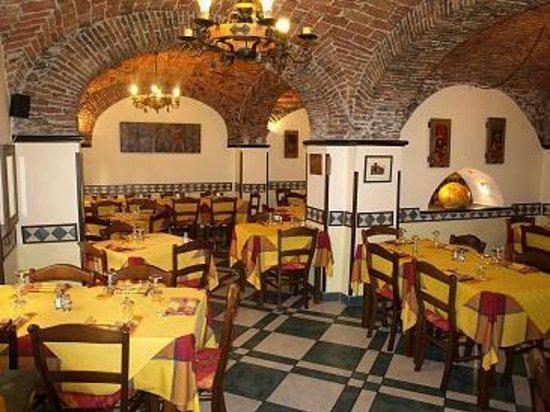 Barbarossa: Cucina tipica, farinata di ceci - grano - tortellaccio, focaccia al formaggio, pizze