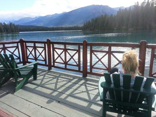 Fairmont Jasper Park Lodge: Admiring the view