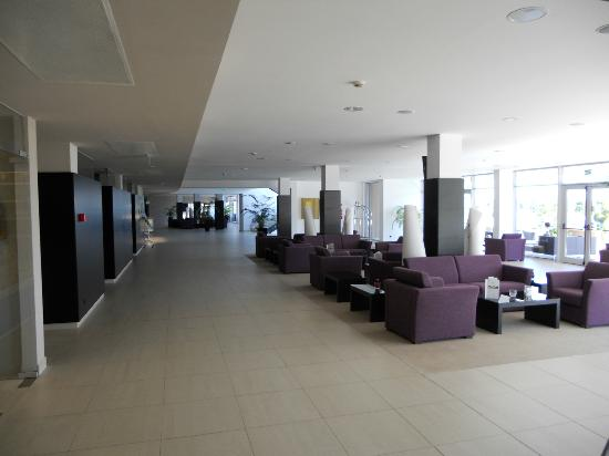 Laguna Molindrio Hotel: Lounge area towards reception