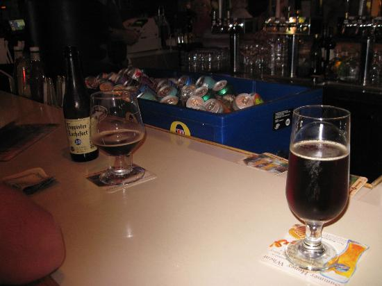 Crest Tavern: Great Beer Selection