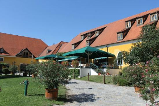 Hotel Althof Retz: Restaurant. Breakfast on the terrace was great