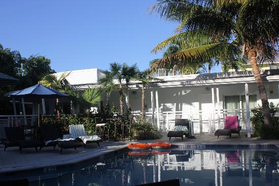 Orchid Key Inn: Pool area