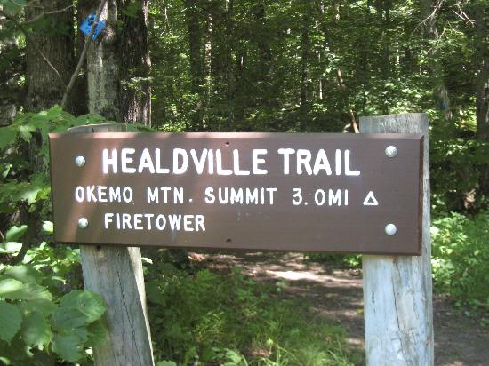 Healdville Trail: Trail head sign.