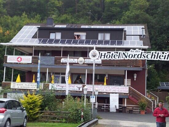 Hotel an der Nordschleife: View from outside on car park