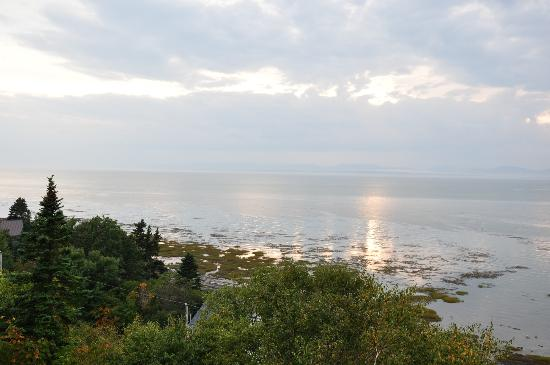 Auberge de L'Anse : Coucher de soleil sur la baie