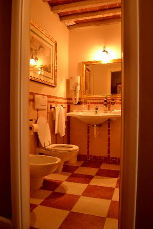 Black 5 Florence: bagno con vasca