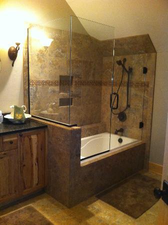 Edgewood Inn: Bathroom 
