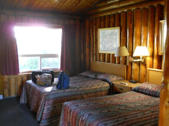 Wawa Motor Inn: Unique experience, beautiful log room. Not your chain motel type of room.