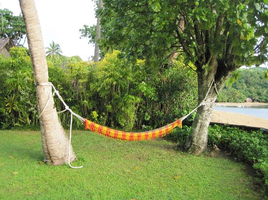 Beqa Lagoon Resort: Our hammock in our front yard!