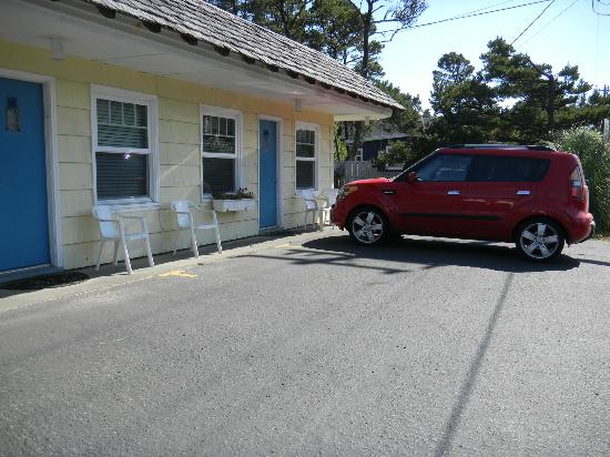 Spindrift Inn : motel parking