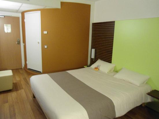 Chambre Picture Of Hotel Ibis Golfe De Saint Tropez Cogolin
