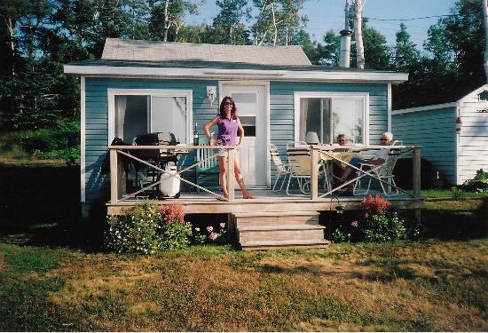 Leisure Lee by the Bay: front deck of the cottage is great for otdoor meals or drinks