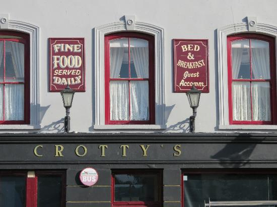 Crotty's Pub B & B: front of building