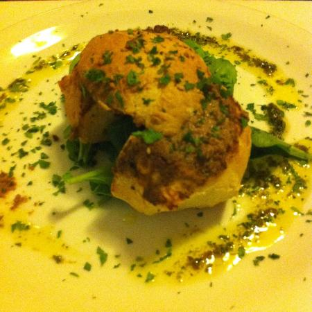 Rubino: Hbejza mimlija (chickenliver on Maltese bread)