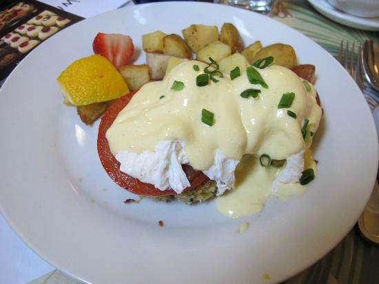 Sweet Laurette Cafe and Bistro: Crab Cake Benedict 17.00USD