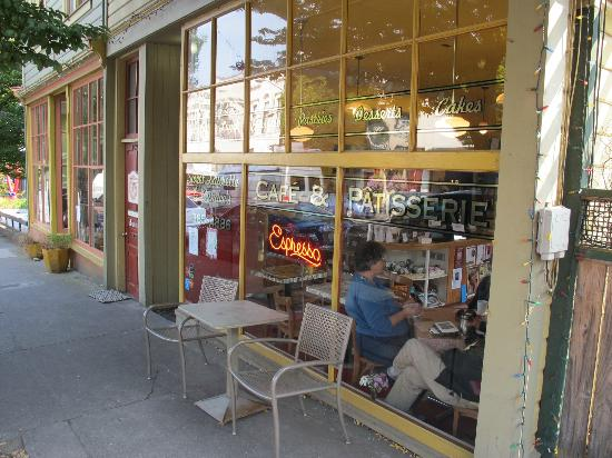 Sweet Laurette Cafe and Bistro: Streetview on a sunny Sunday in September