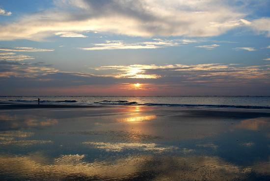 Hunting Island State Park Campground: Beach reflection at campground