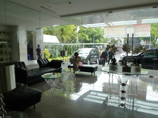 Cemara Hotel: The Hotel Lobby
