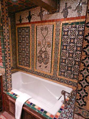 Inn of the Five Graces: Incredible tile work in bath