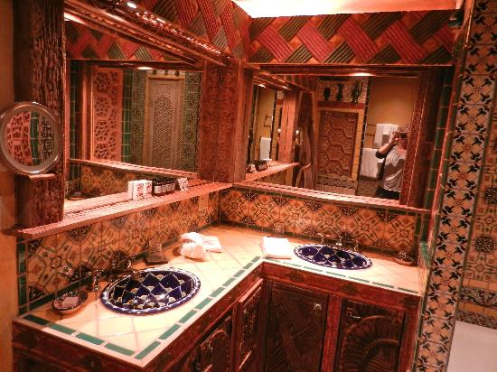 Inn of the Five Graces: Stunning bathroom