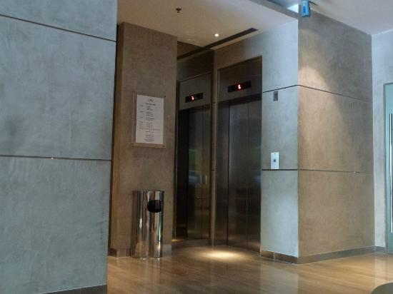 Cemara Hotel: The Lift