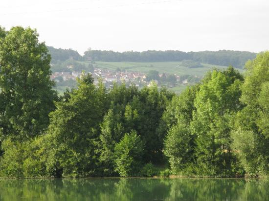 Camping Municipal d'Epernay : View from the camping Shore Epernay