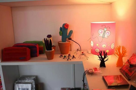 El Abrazo: Rincón de luz y color en Colonia del Sacramento