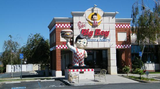 Bob's Big Boy: exterior