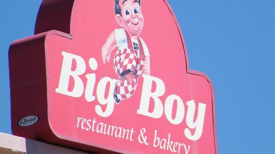 Bob's Big Boy: signage