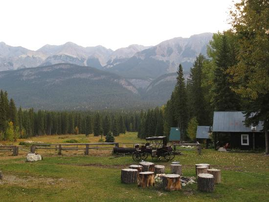 Beaverfoot Lodge: HORSEBACK RIDING & VIEW