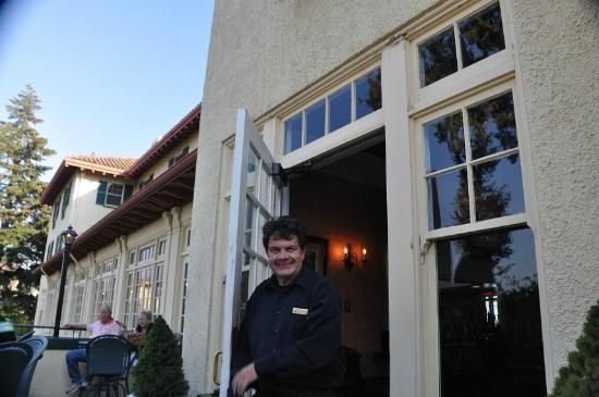 Columbia Gorge Hotel & Spa: Dennis. The Face of The Columbia Gorge Hotel