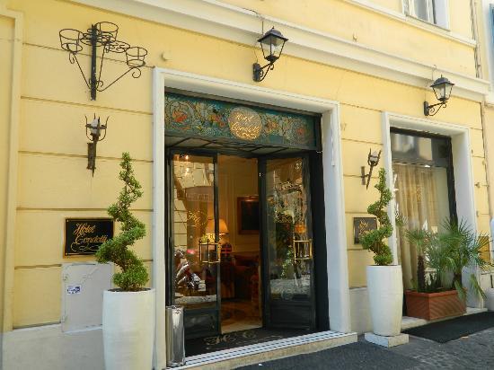 Condotti Palace: recepción del hotel