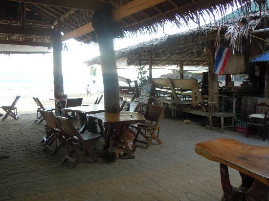 Kantiang Bay View Resort: Ristorante sulla spiaggia