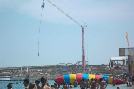 Novalja, Croacia: La catapulta e il bungee jumping