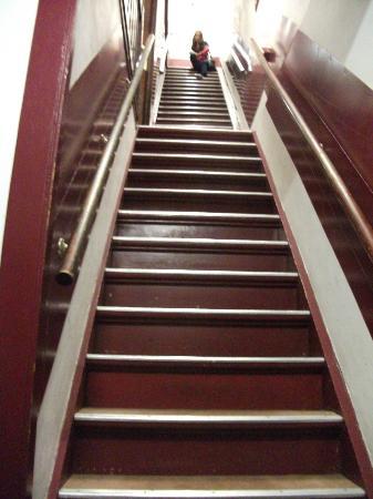 Hotel Ben: лестница. и таких четыре