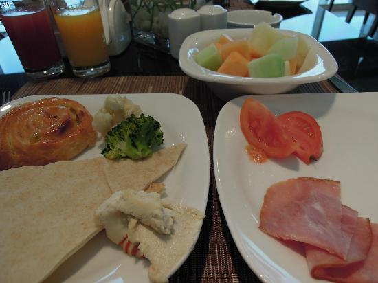 Safir Doha Hotel: 朝食