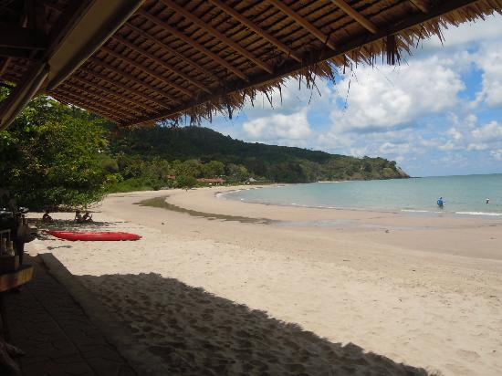 Kantiang Bay View Resort: Ristorante e spiaggia