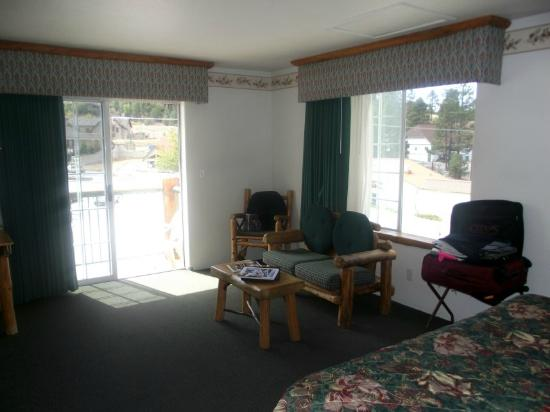 The Lodge at Big Bear Lake, a Holiday Inn Resort: Room 348 (the ONLY room w/ a window AND a balcony)