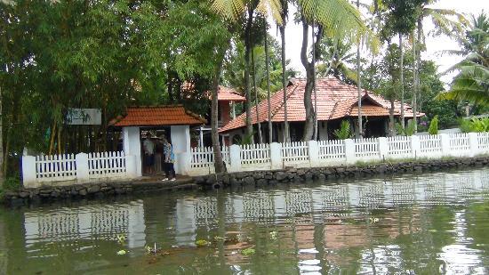 Bamboo Lagoon Backwater Front Resort: Resort