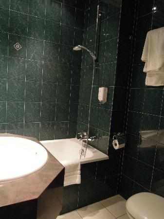 Le Royal Hotel : バスルーム