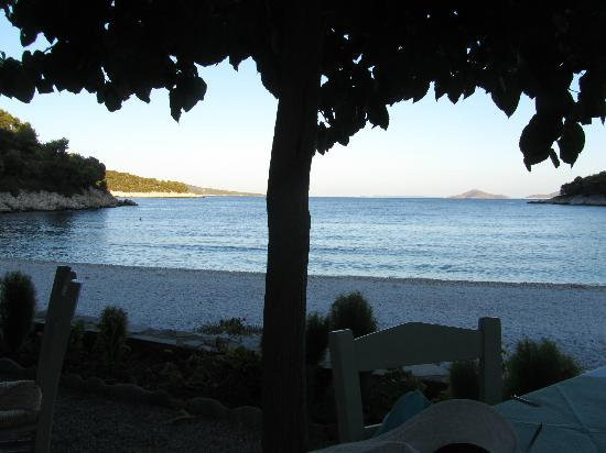 Yalis Hotel: Nearby beach