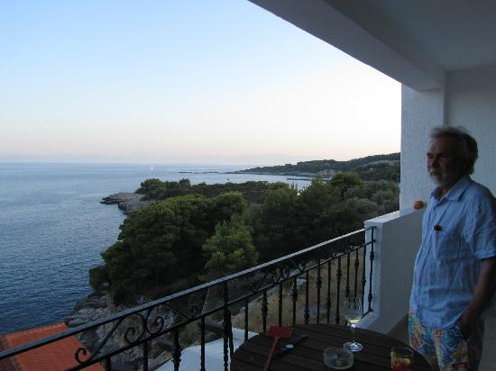 Yalis Hotel: Balcony view