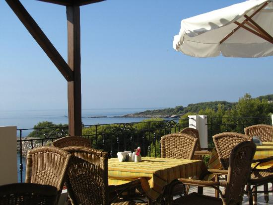 Yalis Hotel: Breakfast terrace